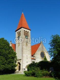 Parkanlage vor der evangelisch-reformierten Kirche in Helpup bei Oerlinghausen im Kreis Lippe