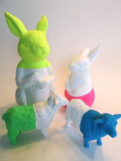 Neon dip-dyed animals by Signed With an Owl, plasti dip Plastic Animal Crafts, Plastic Animals, Plastic Dinosaurs, Party Animals, Animal Party, Diy For Kids, Crafts For Kids, Craft Projects, Projects To Try