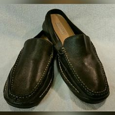 Dockers Women's Leather Shoes Size 11M Dockers Women's Shoes Size 11M Leather Upper Balance Man Made. Black leather. Super comfortable. Like new,  lightly worn.   Feel free to ask any questions before purchasing. Thank you for shopping my closet! Dockers Shoes Flats & Loafers