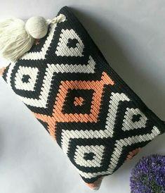 De Croche De Croche barbante De Croche com grafico De Croche de mao De Croche festa - Bolsa De Crochê C2c Crochet, Crochet Crafts, Yarn Crafts, Crochet Stitches, Crochet Projects, Tapestry Crochet Patterns, Tapestry Bag, Crochet Decoration, Crochet Purses