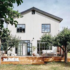 Cottage Design, Farmhouse Design, Outdoor Spaces, Outdoor Living, Outdoor Decor, Surf House, Bright Homes, Cafe Design, House Goals