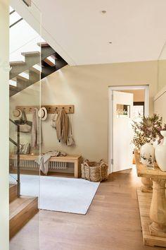 Prepara tu recibidor para la llegada del otoño Foyer, Entryway, Future House, Entrance Ways, Duplex, Beach House Decor, Home Decor, Beautiful Space, Dream Apartment