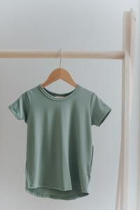 Scooped hem Slightly Slouchy fit Fabric content: rayon from bamboo, spandex *Size chart can be located in the photo section Modern Kids, Basic Tops, Clothing Co, Toddler Outfits, Kids Wear, Capsule Wardrobe, Size Chart, Kids Fashion, Graphic Tees