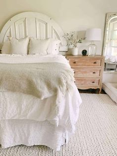 white farmhouse neutral bedroom Farmhouse Area Rugs, Farmhouse Bedroom Decor, Cottage Bedrooms, Neutral Bedrooms, Green Home Decor, Bedroom Night Stands, White Farmhouse, Guinea Pigs, Bedroom Ideas