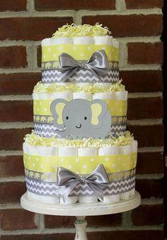bolo fake unissex de elefantinho com laços cinza e fitas cinza e amarela