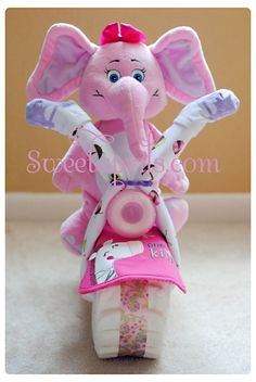Sweetaprils: Motorcycle Diaper Cake Tutorial {DIY-How to Make a Diaper Motorcycle} what a great baby shower gift! Baby Shower Niño, Shower Bebe, Baby Shower Diapers, Baby Shower Games, Diy Shower, Baby Showers, Diaper Cakes Tutorial, Diy Diaper Cake, Nappy Cakes