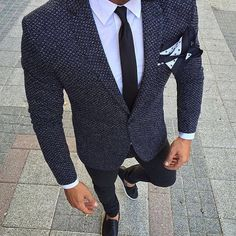Royal Fashionsit is the best Men's Fashion Guide. Here you will find the latest trends on men's style. Get inspired with these outfits and leave your comment below. Best Mens Fashion, Mens Fashion Suits, Mens Suits, Men's Fashion, Fashion Guide, Grey Suit Men, Fashion Clothes, Gentleman Mode, Gentleman Style