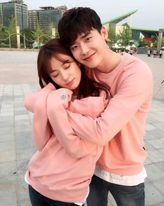 Lee Jong Suk Shows How Excited He Is for 'W' to Air with Han Hyo Joo coreanos W Kdrama, Kdrama Actors, Korean Celebrities, Korean Actors, W Two Worlds Wallpaper, W Korean Drama, Jong Hyuk, Lee Jong Suk And Han Hyo Joo, Kang Chul