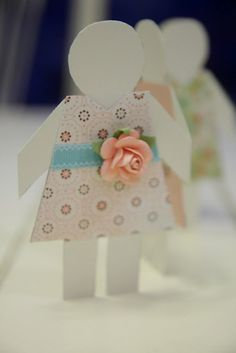 Paper Doll Invitation.  Click on the photo source to see more photos from this paper doll party.