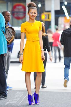 Zendaya I had a hard time deciding if this should go under celebs, hair or styles. I finally went with celebs! You go zendaya! Zendaya Mode, Mode Rihanna, Zendaya Style, Zendaya Dress, Zendaya Hair, Look Fashion, Fashion Outfits, Fashion Trends, Dress Fashion