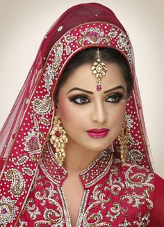 Bridal makeup tips will help you look attractive on your special day. You can make that event special and you look gorgeous with bridal makeup tips. Bridal Makeup Videos, Best Bridal Makeup, Bridal Makeup Looks, Bride Makeup, Bridal Beauty, Bridal Looks, Pakistani Bridal Makeup, Indian Wedding Makeup, Indian Makeup