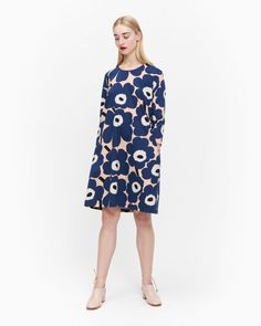 The A-line Aretta dress is made of cotton jersey in the Unikko pattern. The dress has cropped sleeves and side seam pockets.Marimekko's famous poppy pattern Unikko was born in 1964 in a time when the design house's collections featured mostly Little Dresses, Dresses For Work, Normal Body, Poppy Pattern, Marimekko, Beige, Designer Collection, Designing Women, Mini