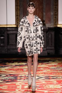 See all the Collection photos from Iris Van Herpen Spring/Summer 2013 Couture now on British Vogue Vogue Fashion, Fashion Week, Fashion Art, High Fashion, Fashion Design, Iris Van Herpen, Gareth Pugh, Issey Miyake, Fashion Show Collection