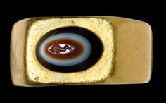 A ROMAN GOLD AND BANDED AGATE FINGER RING CIRCA 2ND - 3RD CENTURY A.D.