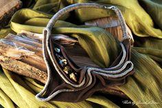 OKO DUSZY - skóra (nubuk) ozdobiona barwioną masą perłową w kolorze starego złota
