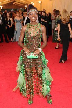Pin for Later: Seid glamourös oder lasst es sein: Alle Stars vom roten Teppich der Met-Gala! Lupita Nyong'o