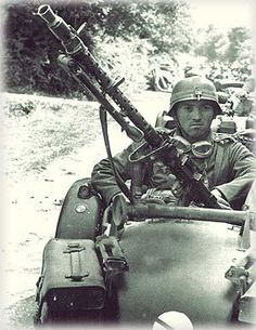 MG 34 sur side car BMW.