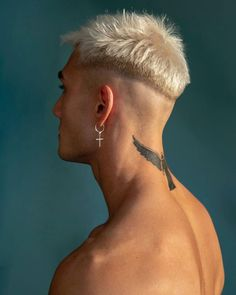 Kiss Marci by Attila Kiss. Cool Hairstyles For Men, Hairstyles Haircuts, Haircuts For Men, 1940s Hairstyles, Modern Haircuts, Hair And Beard Styles, Curly Hair Styles, White Hair Men, Men Hair Color
