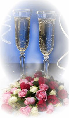 Gold Wallpaper Background, Wallpaper Backgrounds, Wine Glass Images, Birthday Wishes, Happy Birthday, Valentines Gif, Water Reflections, Christmas Pictures, Beautiful Roses