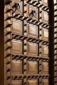 Wooden Front Door Design, Main Entrance Door Design, Wooden Front Doors, Pooja Room Door Design, Door Design Interior, Modern Interior, Custom Wood Doors, Antique Doors, Decoration