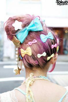 Kumamiki & Junnyan's Super-Colorful Harajuku Street Style + Pink Hair 4 Japanese Street Fashion, Tokyo Fashion, Harajuku Fashion, Kawaii Fashion, Lolita Fashion, Harajuku Style, Asian Fashion, Pink Hair, Hair Bows