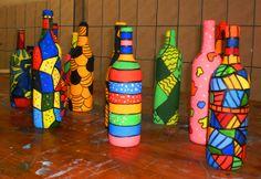 Garrafas pintadas por alunos do sexto e oitavo ano do Colégio Universitário de Criciúma. Mosaic Bottles, Painted Glass Bottles, Glass Bottle Crafts, Wine Bottle Art, Diy Bottle, Wall Art Crafts, Decorated Jars, Bottle Painting, Creative Crafts