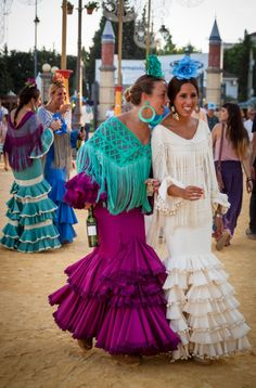 La Chicas de Tio Pepe - www.chasingthevine.com Flamenco Dancers, Flamenco Dresses, Flamenco Costume, Gypsy Culture, Pretty Ballerinas, Spanish Fashion, Dressy Dresses, Occasion Dresses, Bohemian Style
