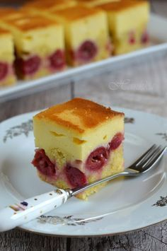 Hankka: Tejfölös-meggyes pite Summer Desserts, Sweet Desserts, Sweet Recipes, Delicious Desserts, Cake Recipes, Dessert Recipes, Hungarian Desserts, Hungarian Recipes, Blueberry Cobbler Recipes