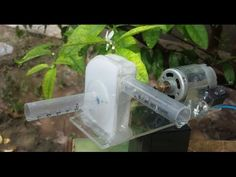 How to make a powerful WATER PUMP at home. In this video, you will see the construction and working of a centrifugal water pump. This is a really useful project, can be easily made at home. Deep Well Pump, Hydrogen Generator, Diy Projects Plans, Camping Water, Rain Barrel, Rainwater Harvesting, Water Purification, Palette, Water Well