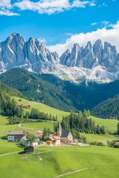 Dolomites Italy - Best Places To Visit in the Dolomites + 1-Week Itinerary