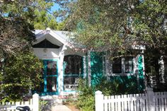 House of Turquoise: Turquoise Houses of Seaside, Florida I am so love with this secluded jewel! Beach Cottage Exterior, Beach Cottage Style, Exterior House Colors, Seaside Florida, Florida Travel, Florida Home, Cozy Cottage, Coastal Cottage, Different Architectural Styles