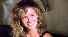 Jordan Mooney / Elisabeth Shue (Cocktail) Elisabeth Shue Cocktail, Cocktail Movie, Arm Workout Challenge, Kayla Itsines Workout, Weekly Workout Schedule, Back Workout Women, Fat Burning Cardio, Flutter Kicks, Workout For Beginners