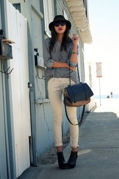 Rolled w booties : flowy blouse + skinny jeans w. Spring Summer Fashion, Autumn Fashion, Natalie Off Duty, Patterned Jeans, Mode Inspiration, Fall Winter Outfits, Her Style, Everyday Fashion, Cute Outfits