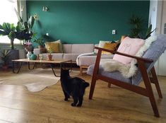 15 tinten groen voor op je muur - Makeover.nl Home Living Room, Color Combinations, Wall, House, Furniture, Home Decor, Salons, Lifestyle, Ideas