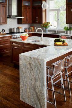 ideas de decoración cocinas modernas blancas isla en L con armarios de madera y encimera de marmol de diseño original