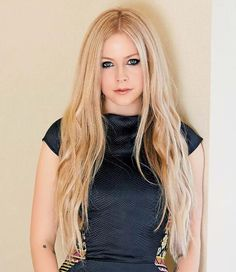 Photo: Unseen photo of Avril Lavigne from Spa Weekly Magazine Photo shoot 2014