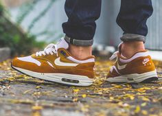 Nike Air Max 1 'Curry' (by Anthony Eckmann) – Sweetsoles – Sneakers, kicks and trainers. On feet.