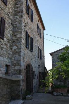 Portion of farmhouse restored for sale in Tuscany. A charming portion of a house, completely restored and on three floors, which measures approximately 300 sq mts and is situated in the comune of San Casciano dei Bagni. #tuscany #forsale #tuscanproperty #tuscanproperties