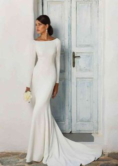 Cowl Back Wedding Dress, Big Wedding Dresses, Evening Dresses For Weddings, Wedding Dress Trends, Long Sleeve Wedding, Bridesmaid Dresses, Turtleneck Wedding Dress, Classy Wedding Dress, Timeless Wedding Dresses