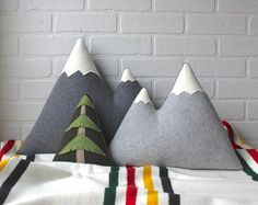 the Sisters ORIGINAL woolen mountain pillow by ThreeBadSeeds Source by parkcitygirl Fabric Crafts, Sewing Crafts, Sewing Projects, Diy Projects, Diy Pillows, Decorative Pillows, Throw Pillows, Pillow Ideas, Cushions