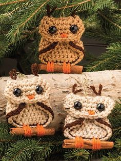 Crochet - This adorable rustic owl ornament is inspired by country living and adds a warm and inviting feeling to your holiday decor! Size: 3' x 3'. Skill Level: Beginner - #EC04036
