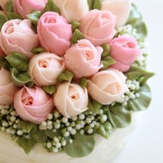 beautiful cake - looks like a bouquet!