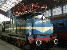 A V42 527 Leo a rövidebb oldal felöl fényképezve. Bahn, Commercial Vehicle, Locomotive, Engineering, Electric, Vehicles, Hungary, Car, Technology