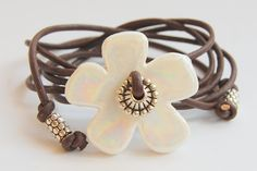 armband grote bloem wit