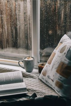 Image uploaded by Jess. Find images and videos about coffee, books and window on We Heart It - the app to get lost in what you love. hygge home inspiration Books and coffee discovered by Jess on We Heart It Rain And Coffee, Coffee And Books, Cozy Aesthetic, Autumn Aesthetic, Cozy Rainy Day, Rainy Days, Rainy Window, Rain Photography, Going To Rain