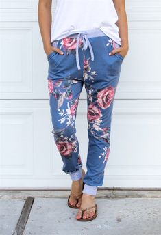 These comfy Floral Lounge Pants are a MUST have! The drawstring waist and pockets are just some of the great features. Great for lounging around the house AND are cute enough to run errands. Sizing Small 0-4 Medium 6-8 Large 10-12 XL 12-14