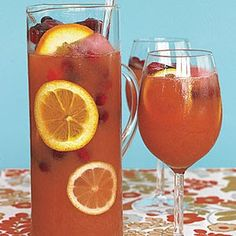 Vodka Punch With Cranberry Juice Cocktail, Lemonade, Vodka, 7 Up Soda Cranberry Punch, Cranberry Juice Cocktail, Refreshing Drinks, Yummy Drinks, Fancy Drinks, Cold Drinks, Rum Punch Recipes, Drink Recipes, Cocktail Recipes