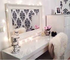 Loveee the sleek look of the desk, and the classy look. Would do without the chanel candles though! :P
