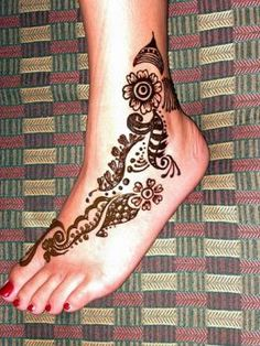 Google Image Result for http://media27.onsugar.com/files/2011/10/41/3/1973/19736671/0c268b098b216227_female_foot_tattoo_pictures2