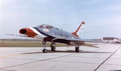 North American Super Sabre from the U. Air Force Thunderbirds aerobatic team at the National Museum of the United States Air Force at Dayton, Ohio (USA). Military Jets, Military Aircraft, Fighter Aircraft, Fighter Jets, Reactor, Jet Fly, Pilot, Aircraft Painting, Jet Plane